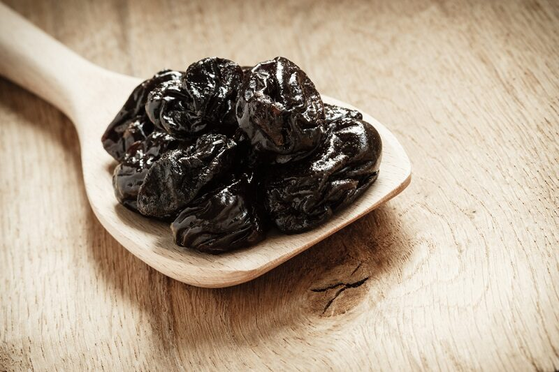dried-plums-prunes-on-wooden-spoon