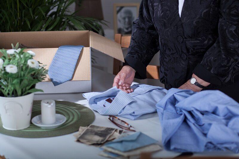 souvenirs-after-dead-husband